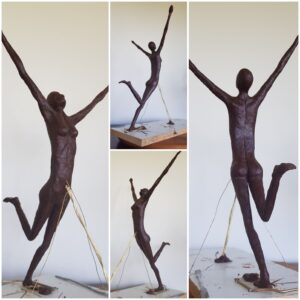 fortunate lady, lucky lady, levenskracht, zelfvertrouwen, bronzen dame, naakt brons, model, bronzen dame, bronze model, blije vrouw,